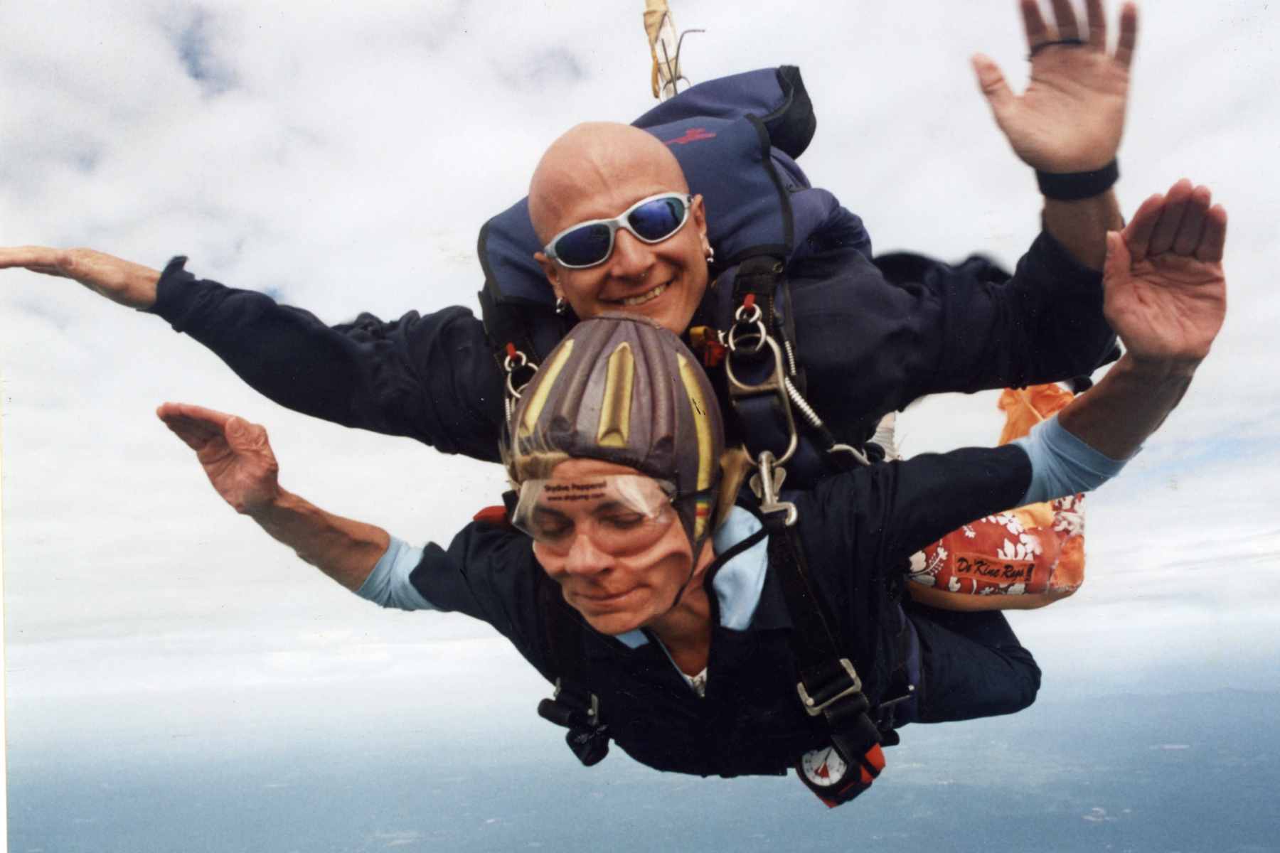 how to become a skydiving guide